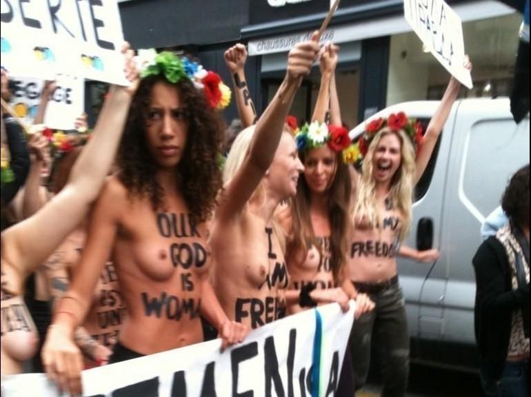 Galerie - Les Femen débarquent à Paris