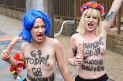 Nackter Protest am Rande des G7-Gipfels. Foto: dpa