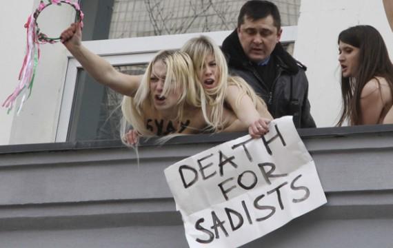 Des militantes du mouvement Femen en Ukraine, le 15 mars 2012 ( Efrem Lukatsky/SIPA)