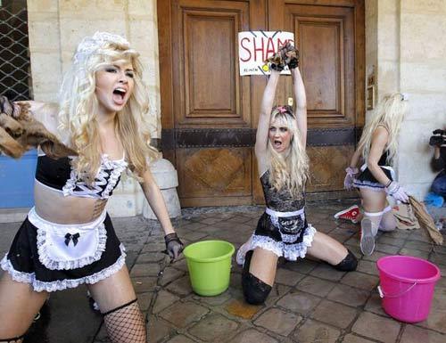 Nữ bồi bàn sexy náo loạn thủ đô Paris, Phi thường - kỳ quặc, Chuyen la,chuyen la co that,chuyen la the gioi,bieu tinh,nhom nu quyen,Femen,tin tuc