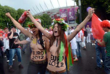 Cops are afraid of our boobs: Gazeta.ru interviews FEMEN   Gazeta.Ru