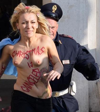 Rome: une Femen se dénude place Saint Pierre pour lavortement