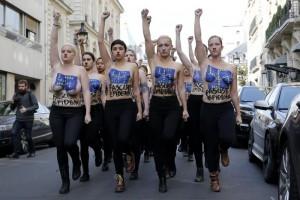 Femen protestano contro il Front National di Le pen a Parigi (Foto Epa/Ansa)