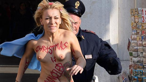 Activista de Femen protesta a favor del aborto en el Vaticano