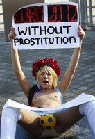 Nahé aktivistky v Kyjevě protestovaly proti EURO 2012.