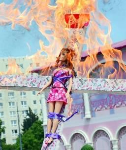Barbie in Flammen