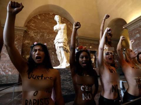 Phanh ngực trần phản đối hiếp dâm