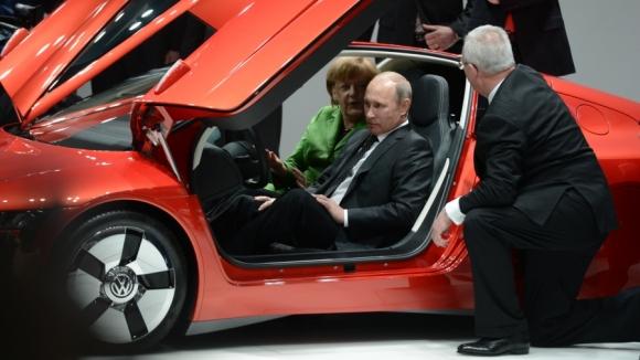 Путину предложили пересесть на машину Фантомаса