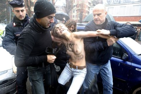 Femen κατά Μπερλουσκόνι στο Μιλάνο