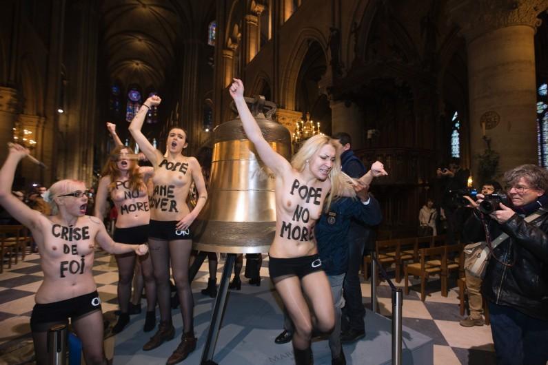 Des Femen lors d'une action dans la cathdrale Notre-Dame  Paris, le 12 fvrier 2013.