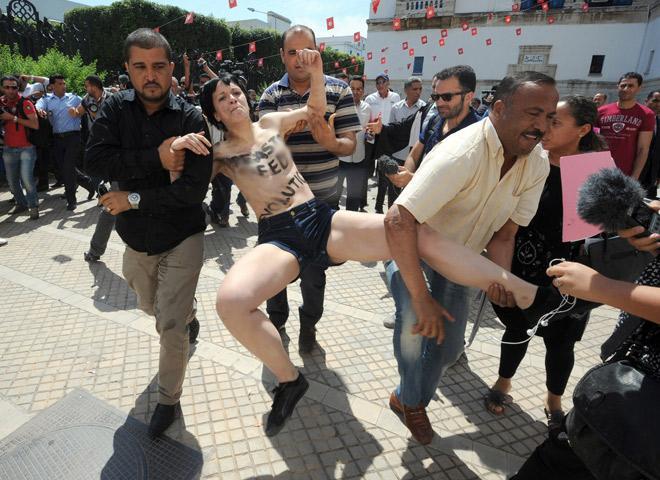 Çıplak protestoya hapis