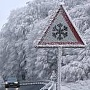 Winterwetter hat die Autofahrer kalt erwischt: Auf eisglatten Straßen ereigneten sich viele Unfälle (Quelle: dpa)