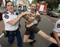 Ze zijn er weer: topless FEMEN (NSFW)