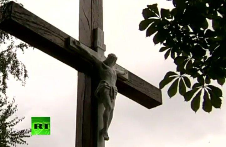 activist chainsaws crucifix pussy riot