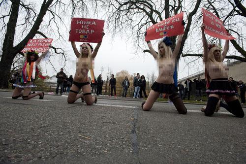 Mỹ nữ ngực trần náo loạn đường phố, Phi thường - kỳ quặc, Chuyen la,chuyen la co that,chuyen la the gioi,bieu tinh,tin tuc