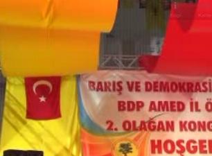 BDP den Diyarbakır da Türk bayraklı kongre!