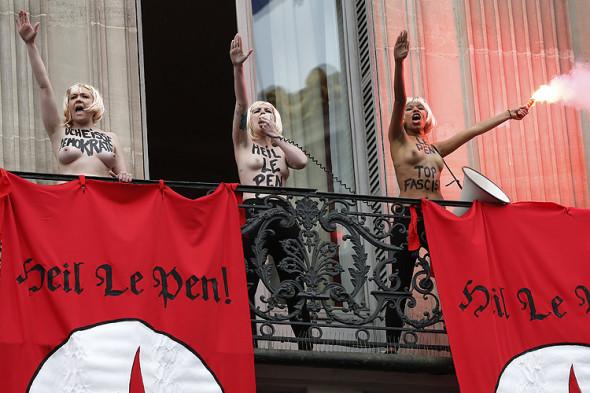 Le Femen contro il Front National (2015)