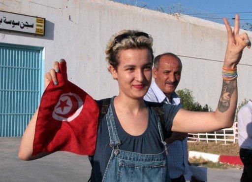 Amina Sboui, a jovem ativista tunisiana que foi detida em 19 de maio durante um protesto do Femen em um cemitério. Foto: Bechir Bettaieb/ AFP Photo