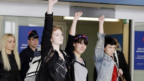 Die deutsche Studentin und die beiden Französinnen am Donnerstagvormittag am Pariser Flughafen