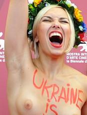 Femen-aktivist i Venezia. (Foto: TIZIANA FABI/Afp)