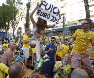 FEMEN:  UEFA     !
