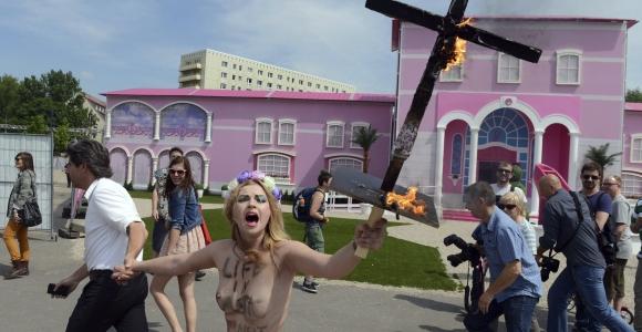 activista-femen-barbie-efe.jpg - 640x450