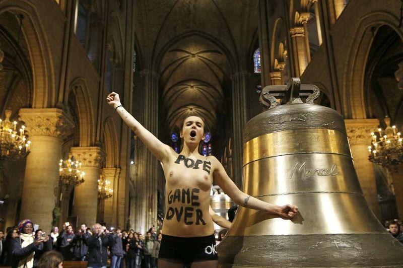 Acht feministes van de actiegroep Femen ...