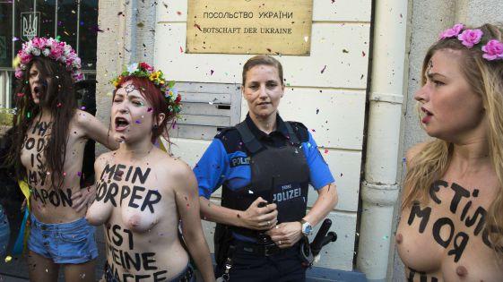 Femen-Frauen flohen nach Razzia aus der Ukraine