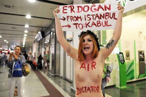 Ακτιβίστρια της Femen γυμνόστηθη κατά του Ερντογάν στην Κωνσταντινούπολη