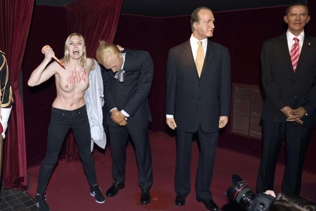 6000 Euro Strafe: Femen-Aktivistin Iana Jdanova bei ihrer Aktion im Pariser Museum Grevin. (5. Juni 2014)