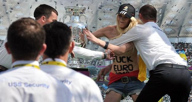 Feministki zaatakowały Puchar Henriego Delaunaya /AFP
