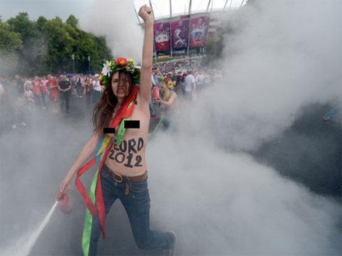 FEMEN-Warsaw-1341220592_480x0.jpg