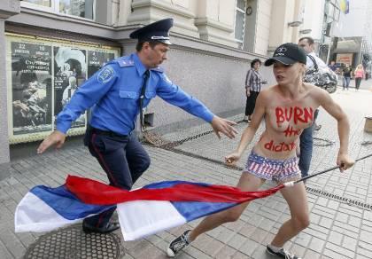 Στιγμιότυπο από τη δράση των Femen τον Ιούλιο στο Κίεβο