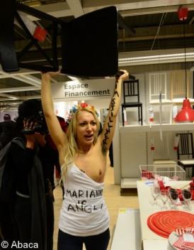 Les Femen envahissent un magasin Ikea