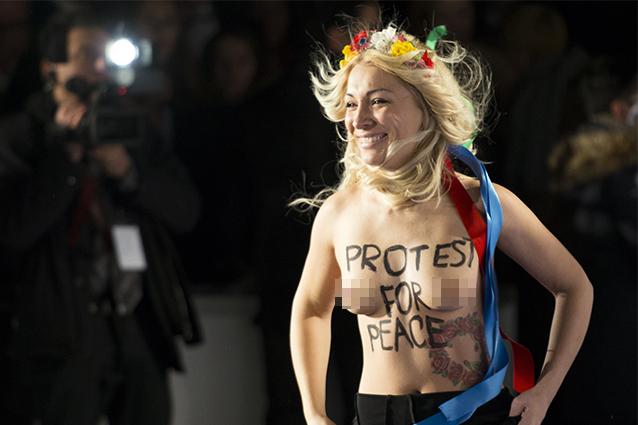 Le Femen sul red carpet della Berlinale 2014 (FOTO).