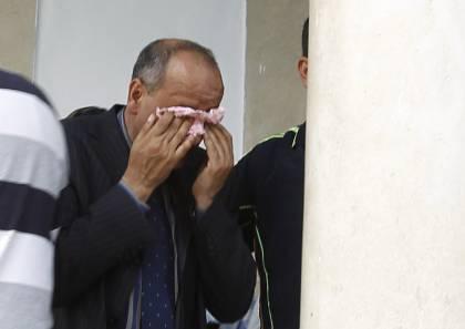 Ο πατέρας της Αμίνα, Μουνίρ Σμπούι, κλαίει έξω από το δικαστήριο
