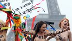 Unsere Brüste sind unsere Waffen: Femen-Aktivistinnen bei einer Protestaktion in Paris