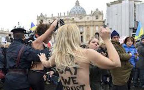 Γυμνόστηθες ακτιβίστριες κατά... Πάπα Βενέδικτου