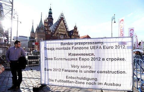 Oplocená fanzóna na historickém náměstí ve Wroclawi leckoho z místních pěkně štve