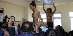 Sandık başında soyunan FEMEN üyelerine hapis istemi