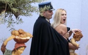 natale 2014 vaticano blitz femen