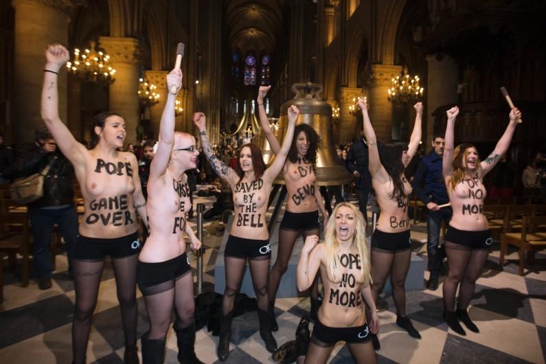 Les Femen dans la cathdrale Notre-Dame de Paris, le 12 fvrier 2013.
