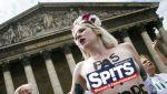 Femen weer topless voor protest
