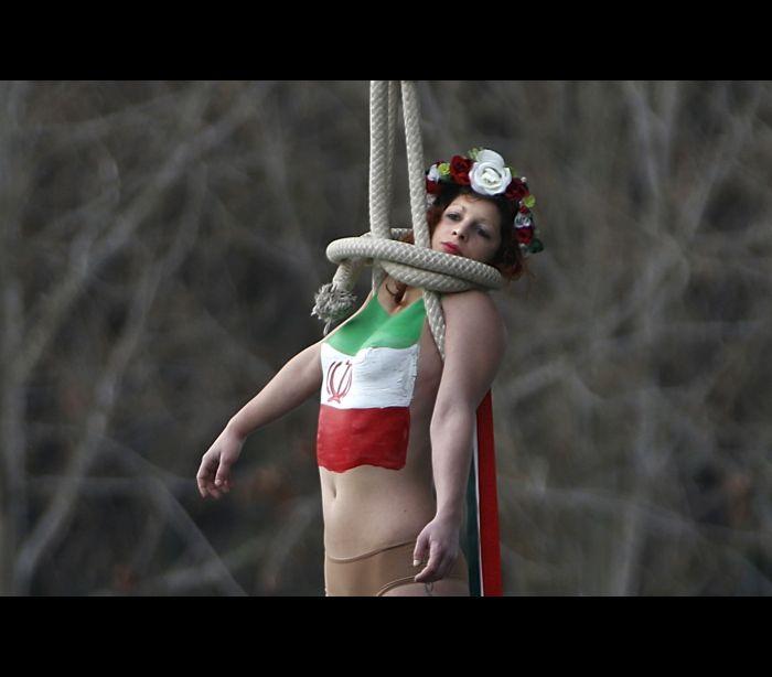 Grupo Femen protesta em Paris contra presença de presidente do Irã