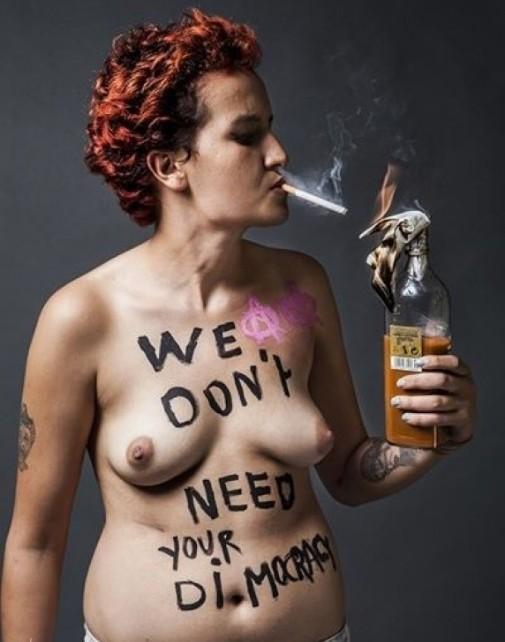 La nouvelle photo seins nus d'Amina Sboui, la Femen tunisienne