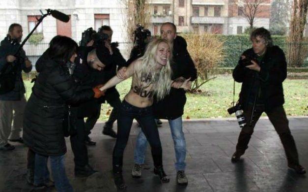 Ativistas do grupo Femen protestaram contra o ex-primeiro-ministro Silvio Berlusconi