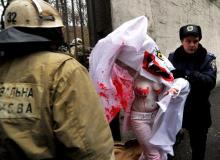 W poniedziałek rano trzy działaczki organizacji przeprowadziły przed gmachem KGB w Mińsku akcję solidarności z opozycją w rocznicę zdławienia protestu po wyborach z 19 grudnia 2010 roku.Bigger