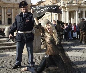 VATICAN-PROTEST-ANGELUS-WOMEN-FEMEN