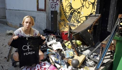 Inna Shevchenko devant le local des Femen après l'incendie