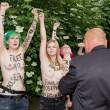 Femen, nuova protesta a seno nudo a Berlino 07